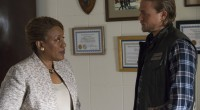 Jax meets with the DA. (Charlie Hunnam and CCH Pounder. Photo courtesy of FX)